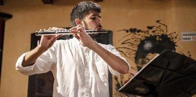 Juan Ayala: un flautista versátil y comprometido