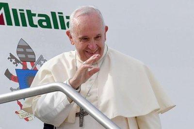 El Papa emprende su viaje a Emiratos para reforzar diálogo interreligioso
