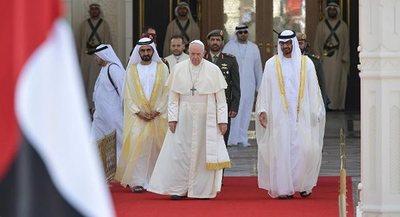 El Papa sostiene en Abu Dabi encuentro con autoridades de Emiratos Árabes