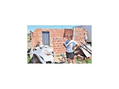 Temporal destruyó viviendas de 86 familias de Mbocayaty