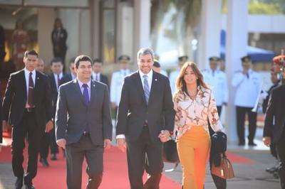 Jefe de Estado viajó esta mañana a Costa Rica