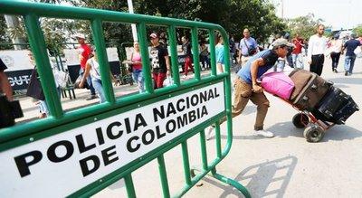 EEUU envía ayuda a la frontera con Venezuela en prueba para Maduro