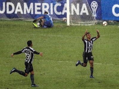 Botafogo vence al Defensa argentino con gol en el último minuto