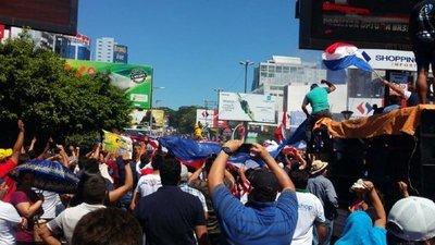 Ciudadanos celebran desafuero de Javier Zacarías en Ciudad del Este