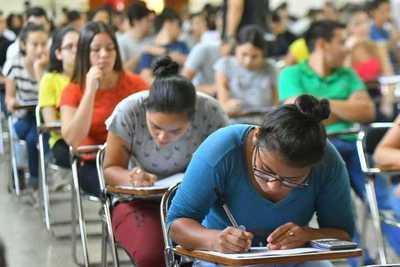 Examen para acceder a las becas de ITAIPU convocó a 5.011 jóvenes