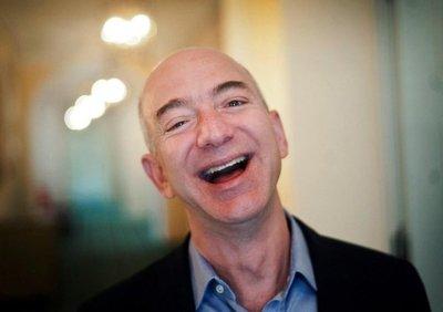 Bezos, el hombre más rico del mundo, muestra que no se le puede torear