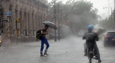 Pronostican domingo caluroso y con lluvias