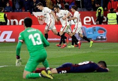 El Sevilla resucitó sin Banega
