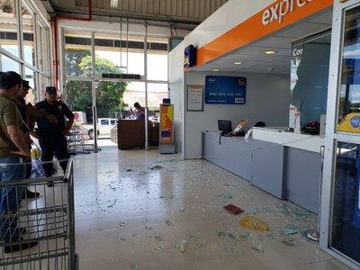 Malvivientes asaltan sucursal bancaria en Villa Elisa