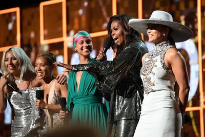 Lady Gaga, Claudia Brant y Luis Miguel triunfan en la pregala de los Grammys » Ñanduti