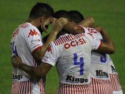 San Lorenzo golea a un Luqueño que no sale del pozo