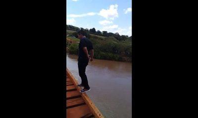 Harta de su pareja se arrojó a río