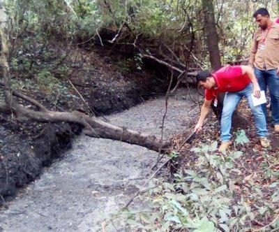 Notifican a alcoholera por contaminar arroyo Caañabé