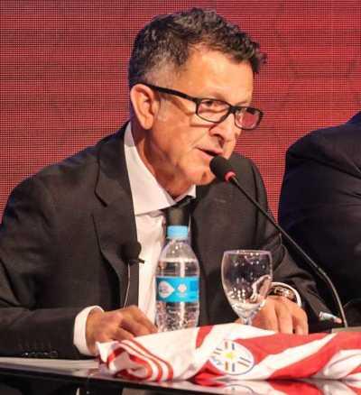 Juan Carlos Osorio deja la selección de Paraguay por razones familiares
