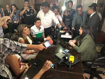 Llanes entregó administración a la nueva intendente de CDE