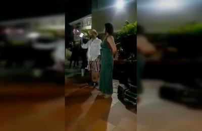 En plena fiesta destapó que su novia le era infiel con un amigo de toda la vida