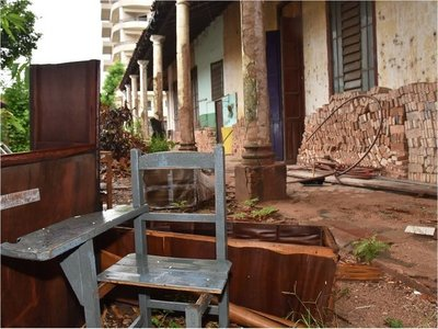 Ex alumnos repararán sector en ruinas de escuela pública