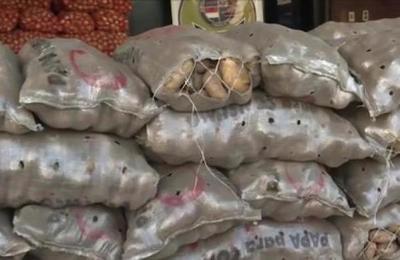 Incautan cargamento de papas y cebollas de contrabando