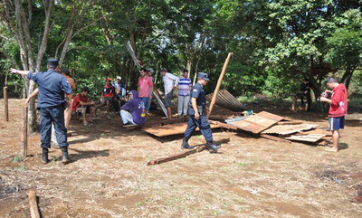 Desalojan a 100 familias de un inmueble en Minga