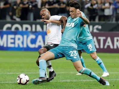 Corinthians arranca un empate ante un Racing que pagó su conformismo