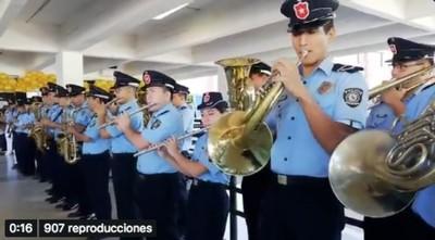 """Banda de la Policía tocó """"La vaca Lola"""" para los pequeños pacientes oncológicos – Prensa 5"""