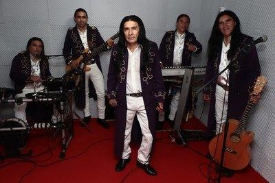Haku la yvy hína para el grupo de The Fenders
