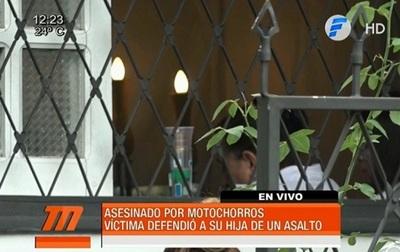 Padre defiende a su hija y es asesinado por motochorros