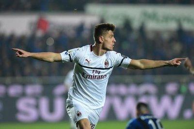Milan gana con goles de Piatek