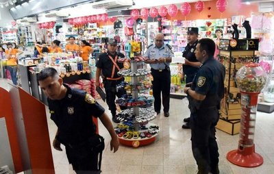 Asaltantes balean a un guardia en golpe a una farmacia de Fernando