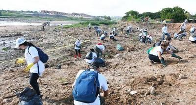 Jóvenes llaman a generar hábitos favorables a la ecología y recuperar el arroyo Mburicaó