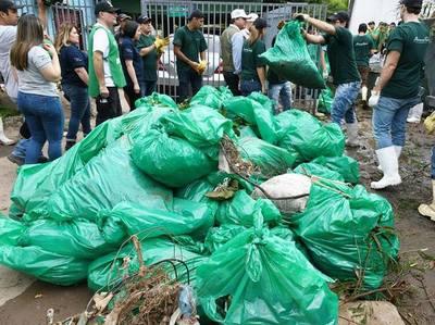 Retiran 43 toneladas de basura del Arroyo Mburicaó