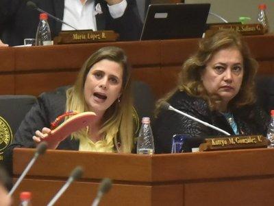 Kattya González dice que aumentos a funcionarios públicos deben parar