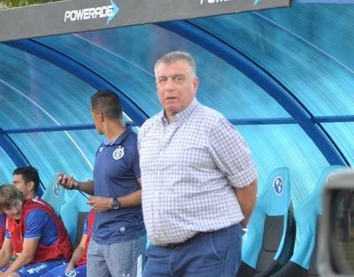 "Ever Almeida: ""Una falta de respeto al profesional paraguayo""."