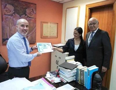 Educando en Justicia entrega certificados de reconocimiento