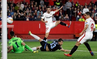Sevilla logra el primer billete a octavos