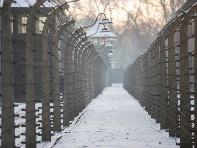 Hermanastra de Ana Frank recuerda el drama del holocausto