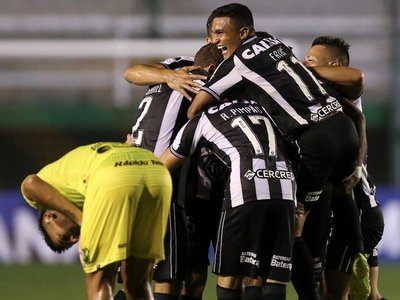 Botafogo repite la dosis y avanza a segunda fase