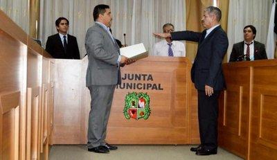 Ferrer renuncia por presión ciudadana