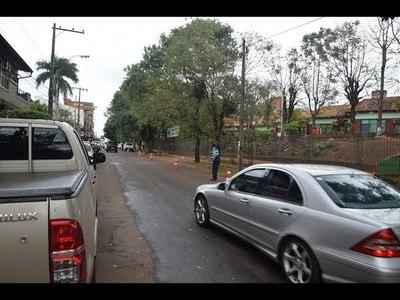 TRÁNSITO AGILIZA EL TRÁFICO EN INMEDIACIONES DE ESCUELAS PARA EVITAR EMBOTELLAMIENTOS