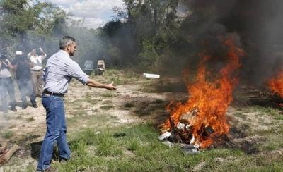 HOY / Incineran más de 2 mil kilos de   cocaína caída en operativos