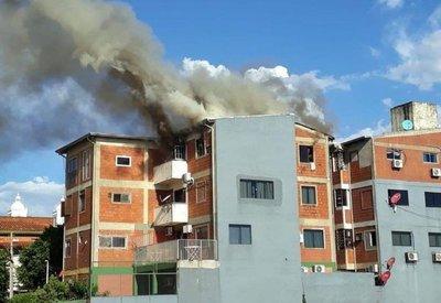 Arde en llamas un edificio en Encarnación