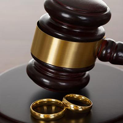 Fiscal finge proceso para proponer matrimonio
