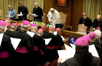 """Cumbre vaticana ve necesario que """"obispos rindan cuentas"""""""