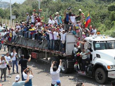 Ambulancias cruzan de Venezuela a Brasil con muertos y heridos
