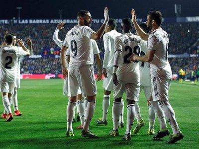 Dos penales con VAR dan a victoria al Madrid ante un Levante intenso