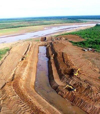 Avanzan los trabajos en el río Pilcomayo para que aguas ingresen