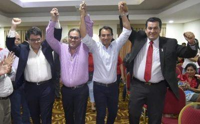 Romero Roa entrega candidatura de su equipo  a cómplice de los robos del clan Zacarías