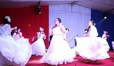 HOY / Conmemoran a los héroes de la patria con música y baile folclórico