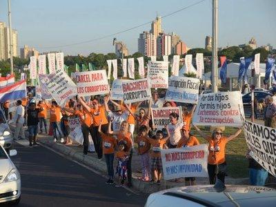 Escrache contra la corrupción se traslada a la Costanera de Asunción