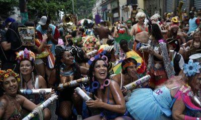 Comienza Carnaval de Río de Janeiro con algunas críticas a Bolsonaro